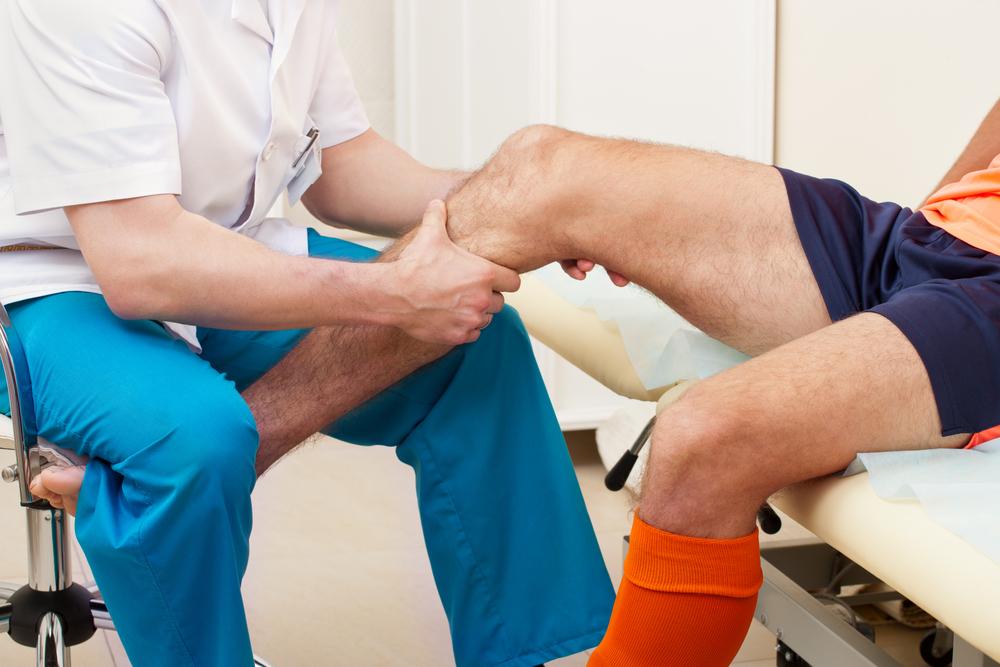 súlyos fájdalom az ízületek csípőjén járás közben