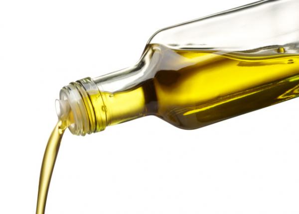 Mire használhatjuk a Ricinusolajat? Ismerje meg Ön is az előnyeit!