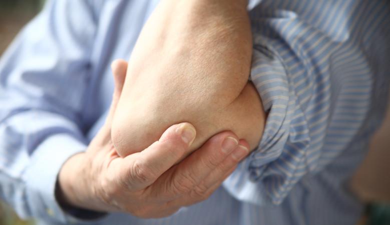 fájdalom a jobb könyökízületben mozgás közben