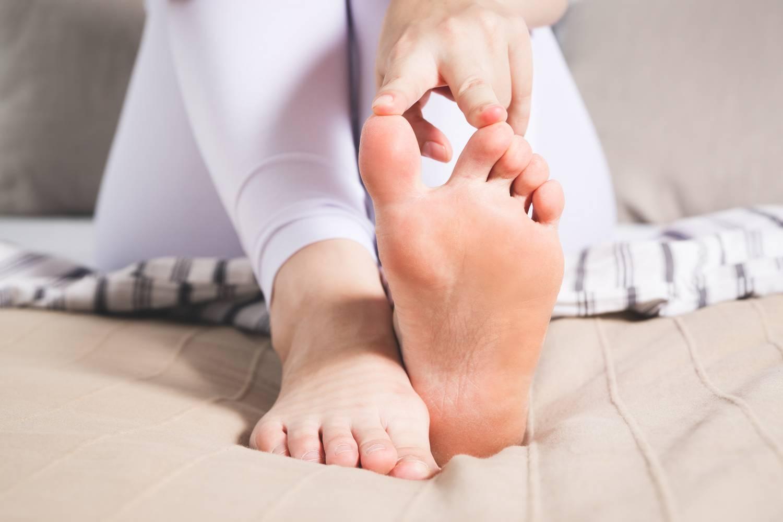 fájdalom a kezek csontainál és ízületeiben a sarok ízületei fájnak