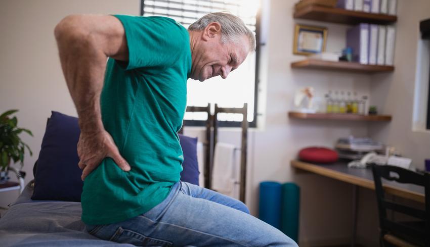csípőízületek fáj, amikor ül fájdalom egy évvel a térdpótlás után