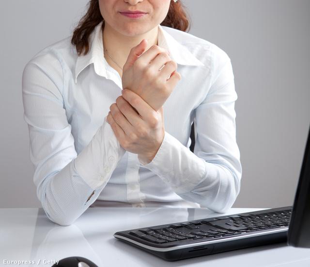 csípőízületek fáj, amikor ül duzzanat és fájdalom a csuklóízületben