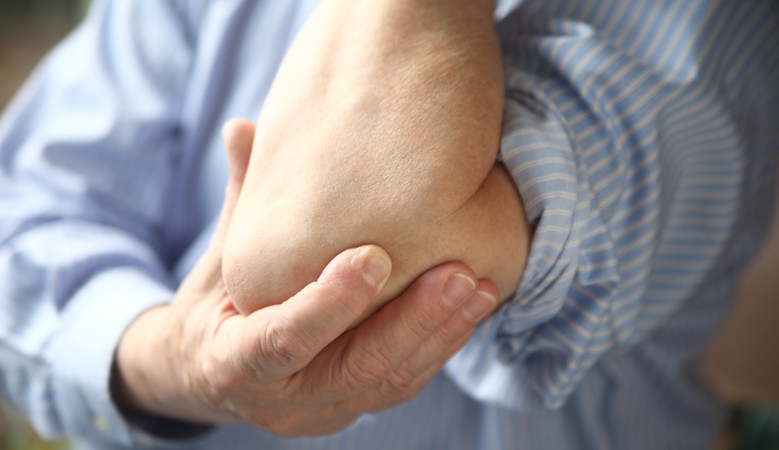 miért fáj a bal könyökízület
