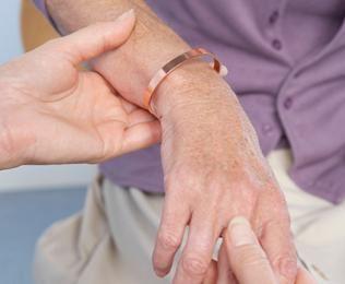 Az ujjak arthrosisának áttekintése: okai, tünetei és a betegség kezelése