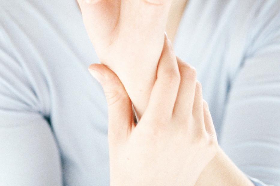 Kézfájdalom témájú tartalmak a WEBBetegen