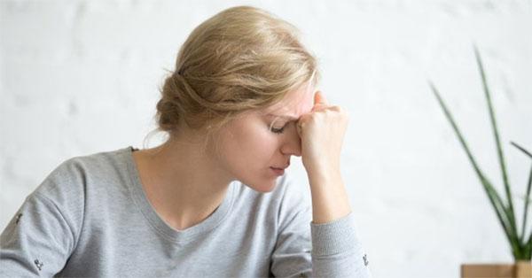 súlyos fejfájás és ízületi fájdalom