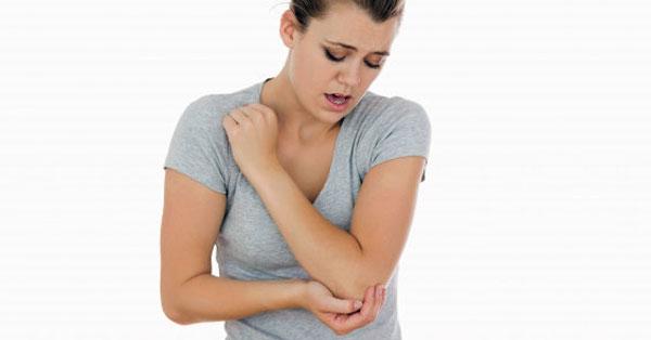 az ízületek fájnak és duzzadnak a csípő és a farokcsont fáj