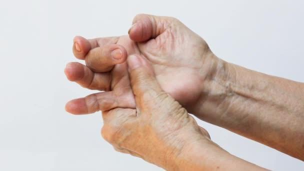 Fájdalom az ujjak ízületeiben egy masszőr. Az ízületi gyulladás kezelése masszázs segítségével