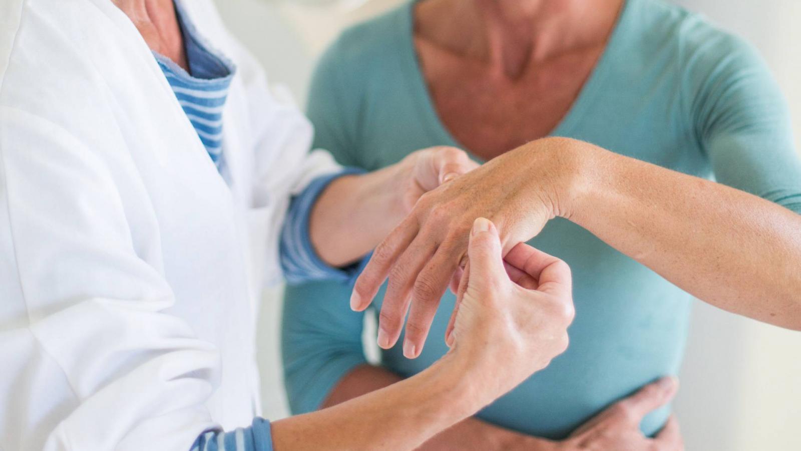 hogyan kezeljük a kezek ízületi betegségeit