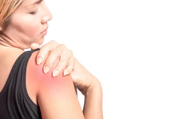 súlyos tartós fájdalom a vállízületben
