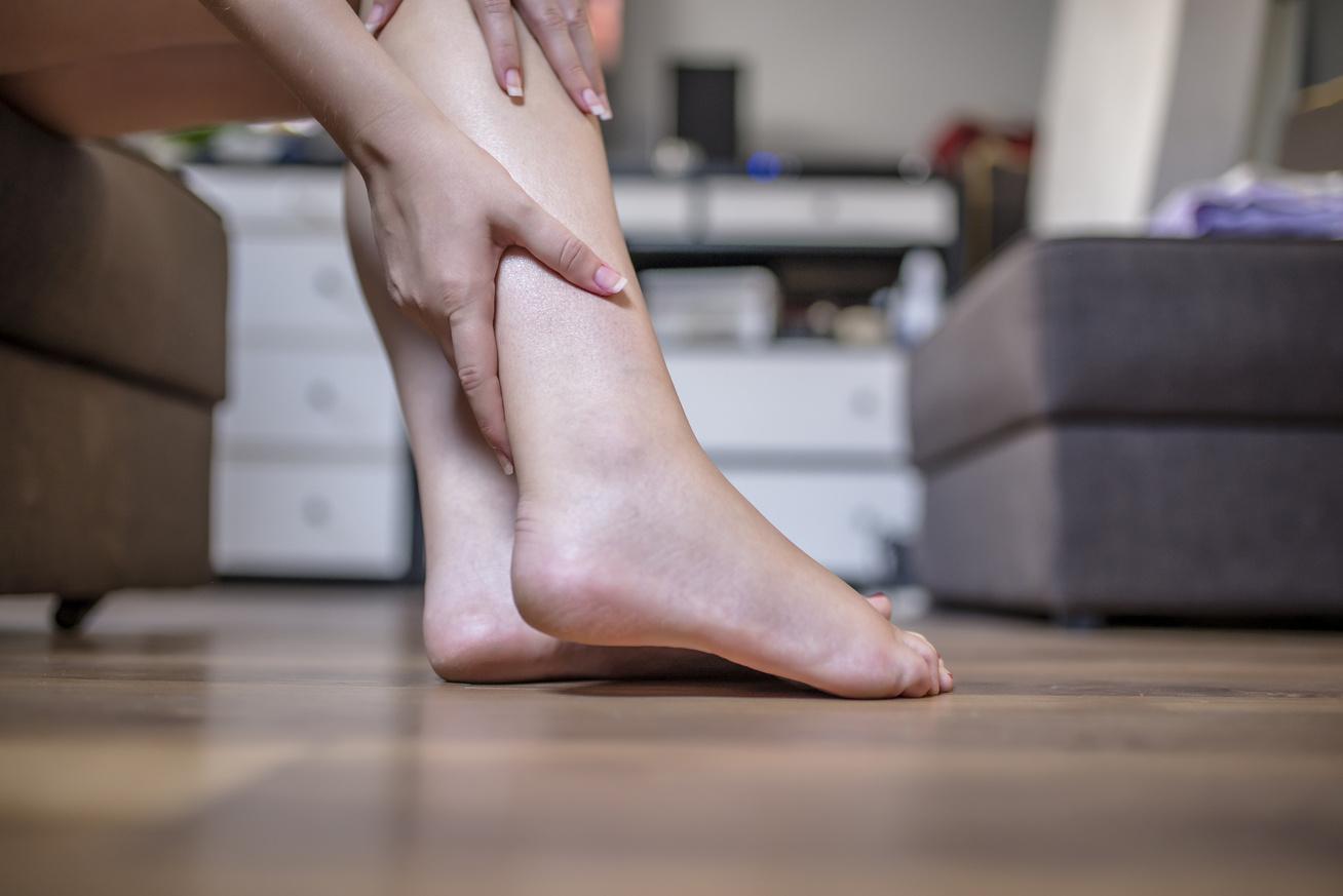 fájdalom a lábak ízületeiben mozogva könyök fájdalom éjjel