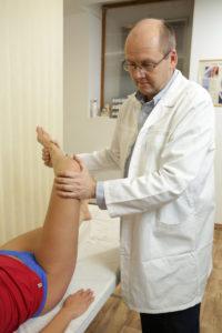 a fájdalom okai a csípőízületek térdén