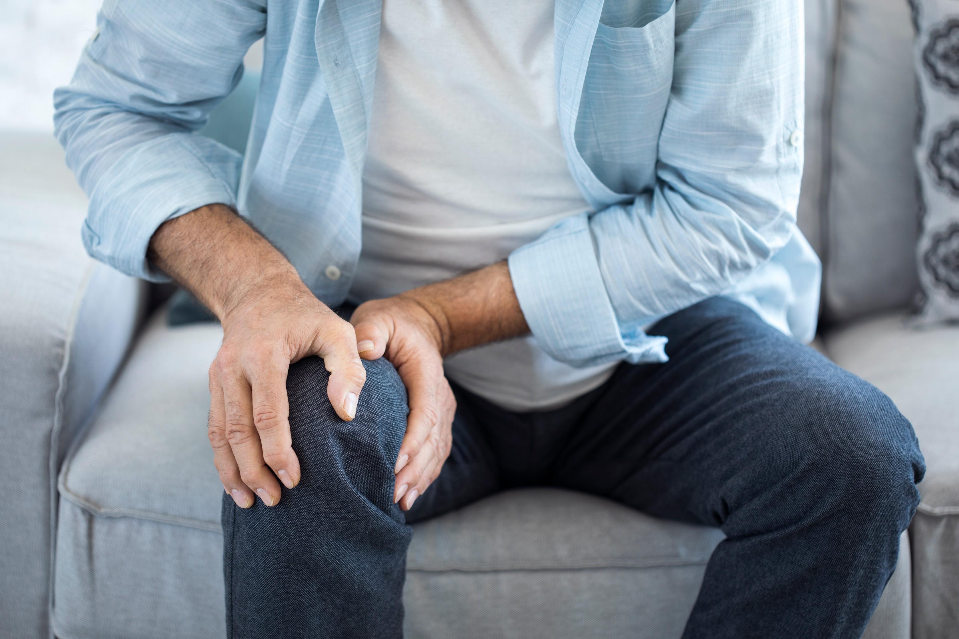 ízületi fájdalomkiütés a test egész területén
